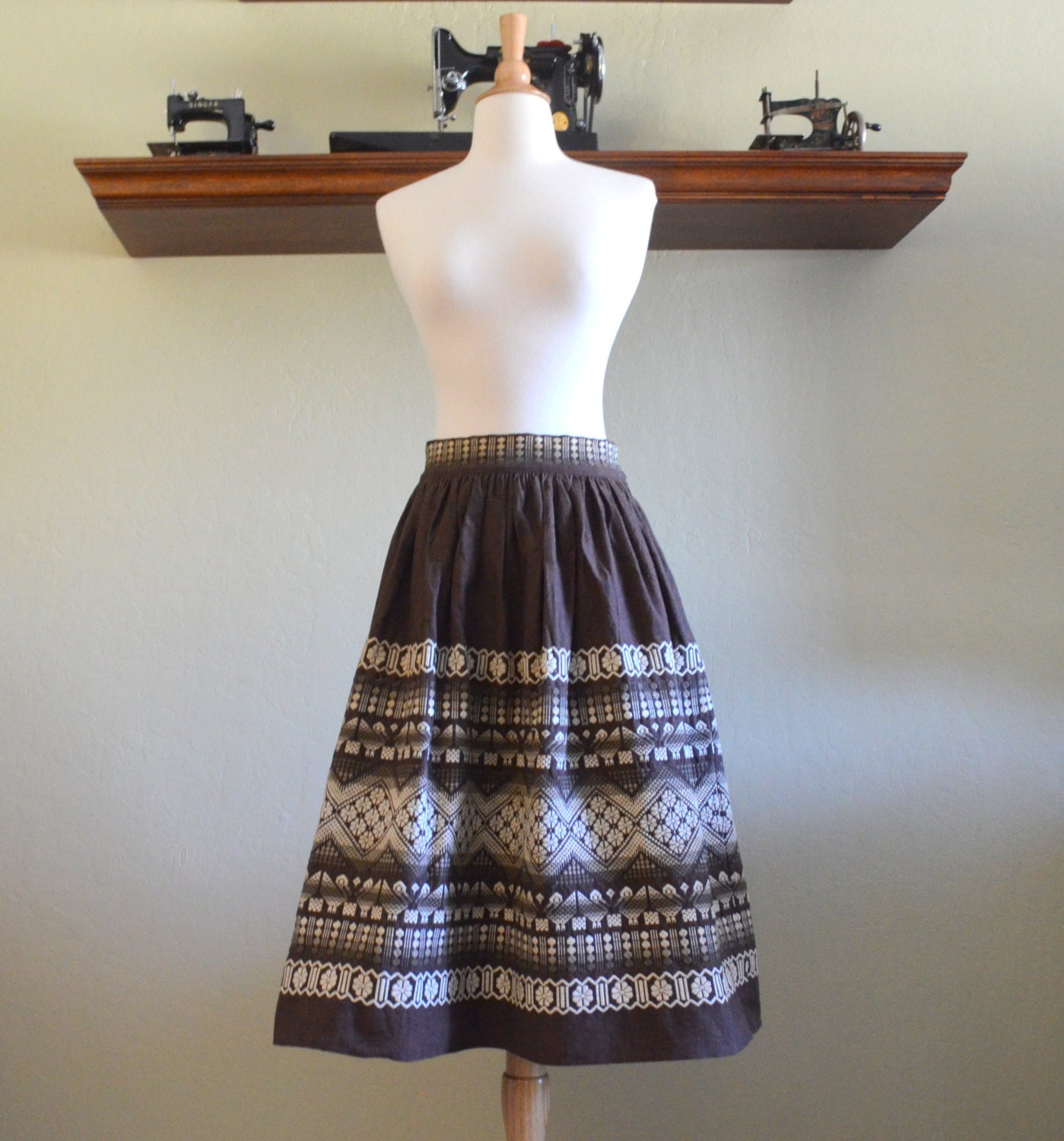 Vintage mexican skirt brown and white embroidered linen full