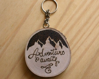 """Wooden keychain with """"adventure awaits"""" lettering and mountains design (personalized on request) - christmas gift idea"""