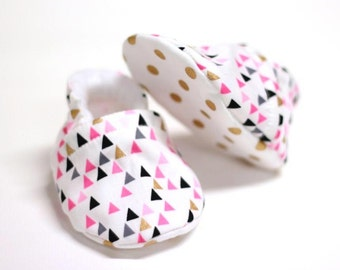 Baby girl shoes, cotton baby shoes, crib shoes, baby booties, soft sole, baby moccs, kids shoes, girl shoes baby