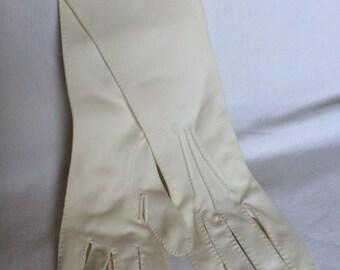 Delightful white Dents gloves