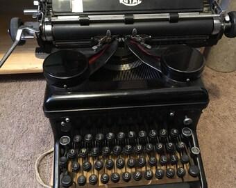 Vintage Royal KMH Typewriter 1930's