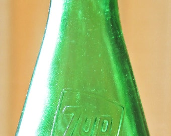 Vintage 7 UP Seven Up Green Glass Soda Bottle Commemorative Bottle Yorktown 1781 Highly Collectible 16 Oz Excellent PreOwned Condition
