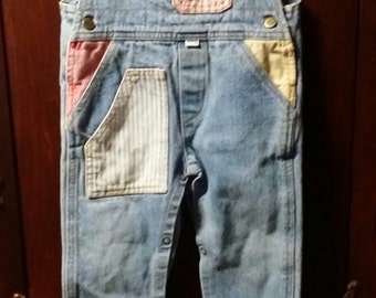 An adorable little girl vintage pockets overalls,