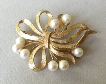 Oleg Cassini Beautiful Salt Water Pearls Gold Ribbon Bow Brooch/Pin