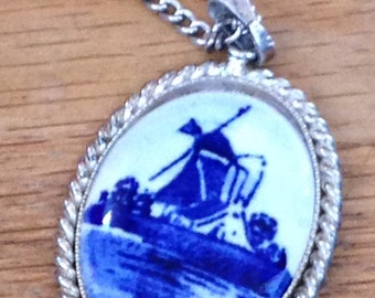 Vintage Blue & White Delpht Style Dutch Windmill Scene Pendant Necklace with Silver Tone Chain. In Good Condition