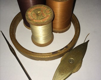 Assorted Vintage Sewing Accesories