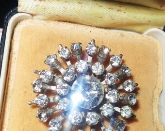 Lovely vintage 1950s silvertone rhinestone brooch