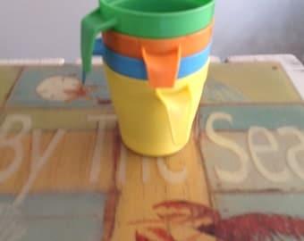 cups plastic, St-Damien