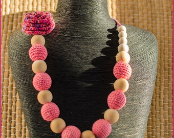 Necklace with a crochet rose