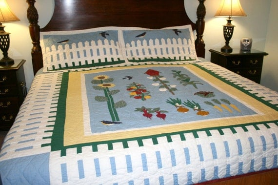 Picket Fence Quilt With Shams//Hand Quilted Quilt//Vintage