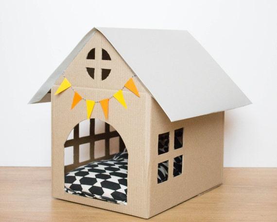 maison en carton pour animaux de compagnie par bymarine2point0. Black Bedroom Furniture Sets. Home Design Ideas