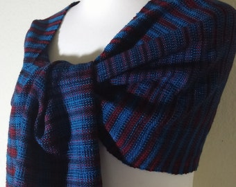 Scarf / shawl hand-woven from a noble material