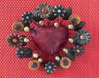 Heart clasp style Frida Kahlo made of clay and painted by hand