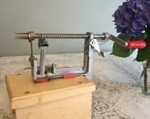 how to use pampered chef apple peeler