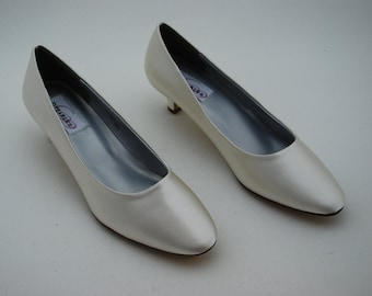 Ivory Bridal Shoes, Bridal Pumps, Bride to Be, Wedding, Bridesmaids, Mother of the Bride Shoes, Bridal Accessories
