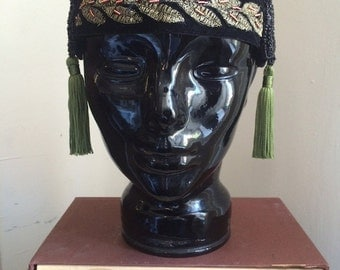 1920's style headpiece in black and green