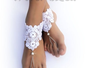 Lace Chain Barefoot Sandals. White Foot Jewelry. WhitePearl Beads. Silver Chain Boho Anklets. Beach Wedding. Bridal Accessory. Set of 2