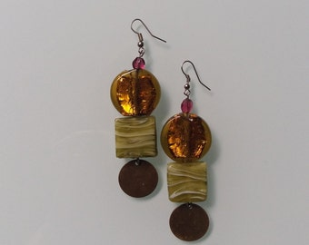 Earring pendant with Golden and green Variegated glass beads
