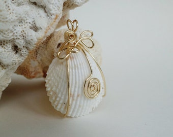 Beach Seashell Gold Tone Wire Wrapped Pendant Necklace, Beach Theme, Seaside Wedding, Valentine's Day Gift for Her, Gold Jewelry, Nature