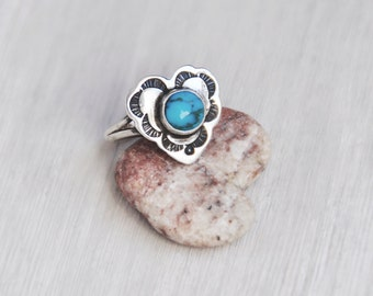 Vintage Teme Navaho Ring - sterling silver heart with turquoise cabochon and stamped designs - Size 5