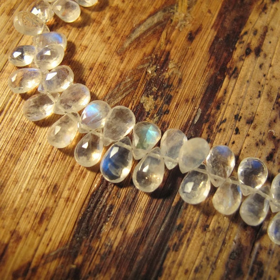 Rainbow Moonstone Beads With Flash, Pear Shaped Briolettes, 3.5 Inch Strand, Little Teardrop Beads for Making Jewelry (Luxe-Mo1a)