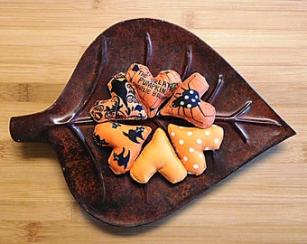 Halloween Hearts in Orange and Black Primitivei Bowl Fillers Ornaments