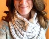 Women's Gray & White Graphic Encadré Cowl
