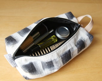 Travel Bag in Black and White Ikat