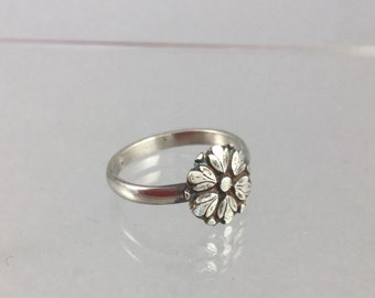 Sterling Silver Ring with Flower Medallion, Size 6