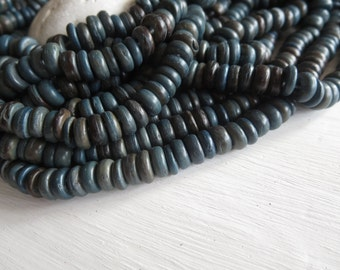 Coconut beads , dark blue rondelle beads ,  small rondelles beads ,discs spacer beads - 7 to 8mm in diameter  / 12 inches strand  -  6a15-6