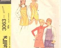 McCalls 3063 1970s Misses APRON Pattern Potters Apron Easy Criss Cross Back Womens Mens Denim Vinyl Vintage Sewing Pattern Size M OR S