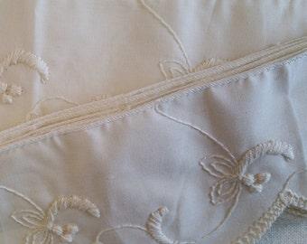 TR018 ~ Ecru wide trim Pillow trim Embroidery Off-white 9 yards