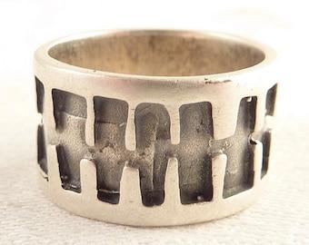 Vintage Size 10 Sterling Unique H Design Wide Band Ring