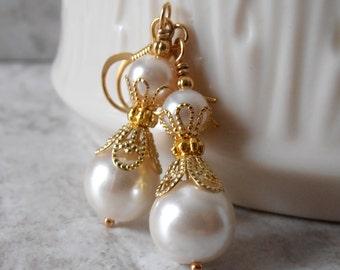 Bridesmaid Earrings Ivory Pearl Dangle Earrings Wedding Jewelry Beaded Earrings Bridesmaid Gift Wedding Accessories Off White Pearl Earrings