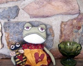 PrMiTiVe FOlK ARt Summer Garden Frog & Tiny Bumble Bee Doll Set OFG HAFAIR FAAP