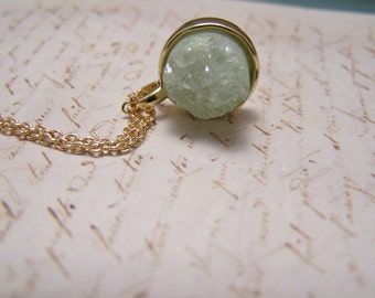 Light Green Druzy Necklace. Druzy Agate Quartz. Simple. Minimalist
