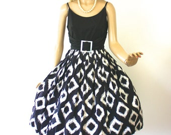 Vintage 50s SunDress Black & White Cotton Print Full Flirty Skirt Dress Bust 38