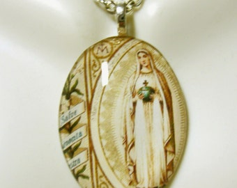 French devotional of Mary pendant with chain - GP04-234