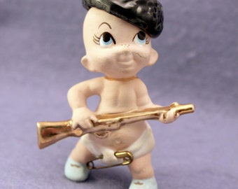 Baby Boy Hunter Figurine Coon Skin Hat 1950s Freeman & McFarland Originals 763 Sportsman