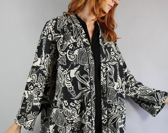 Vintage 90s Women's Black White Silk Kimono Style Short Open Jacket// Wear to Work// Fall Fashion