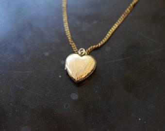 Vintage Locket / Tiny Gold Filled Heart Locket c.1940s