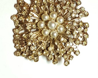 Exceptional Rhinestone Brooch Pin with Pearls Dimensional Vintage Jewelry