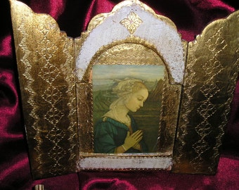 Vintage Italian Florentine Religious Praying Madonna/Virgin Mary Gold Gilt Triptych w/Easel Devotional Icon.