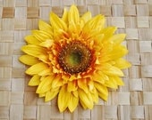 Beautiful sunflower hair flower clip in yellow pin up 40s 50s rockabilly vintage style hairflower hair piece fascinator wedding bride