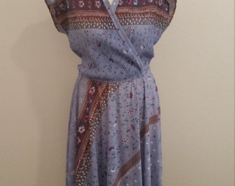1970s Day Dress, Faux Wrap, Micro Pleating, Floral Print, Polyester 70s Dress, Size M/L, #59919