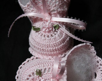 Crochet pink booties with pink flower 0-3 months