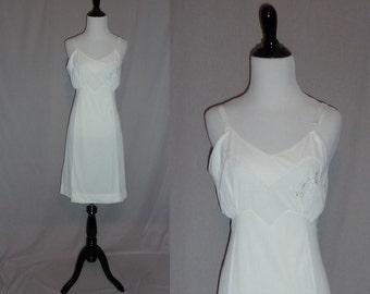 60s White Nylon Slip - Scallop and Flower Embroidery - Format Full Dress Slip - Vintage 1960s - Size 34 Petite