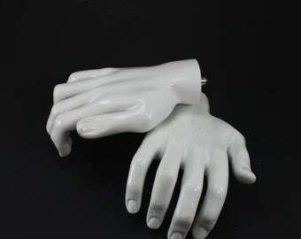 Vintage Mannequin Hand Display Fake Hand Anatomy White Spooky Halloween Decor Halloween Party Haunted House Decor Science Medical Oddity