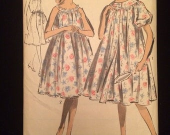 2917 UNCUT Advance Sew-Easy Peignoir and Nightgown Sewing Pattern Bust 36