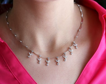 14k White gold diamond leafs necklace